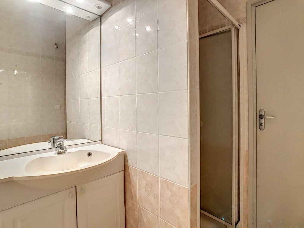 Appartement à louer 2 30.19m2 à Aurillac vignette-6