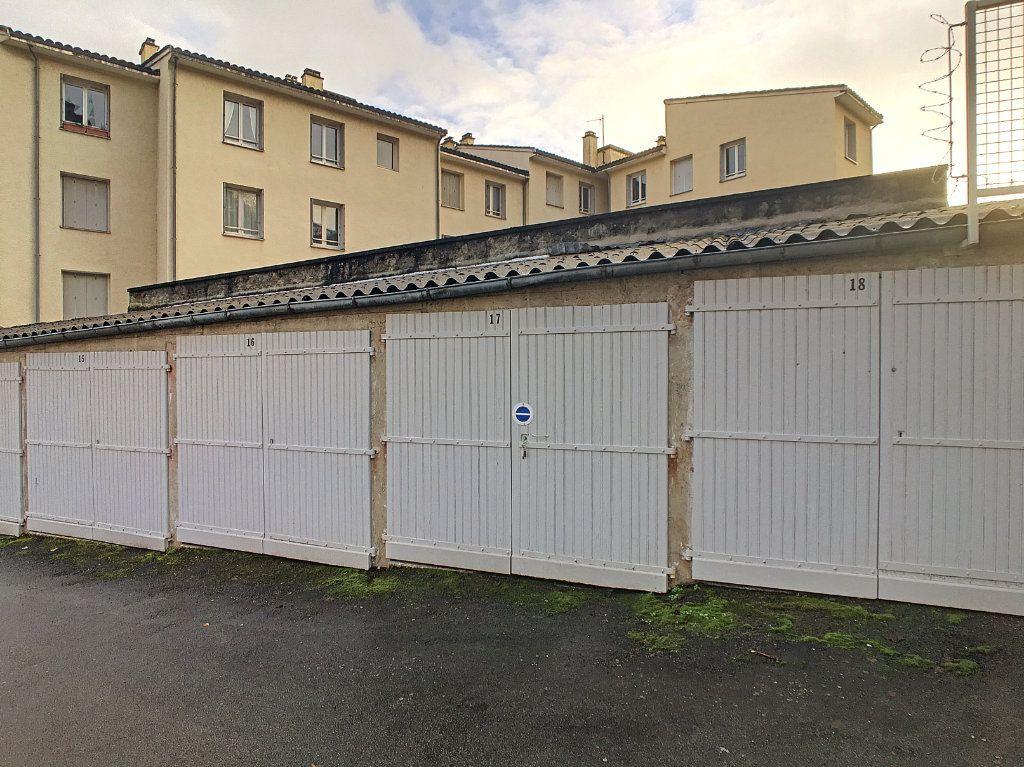 Stationnement à louer 0 14m2 à Aurillac vignette-2