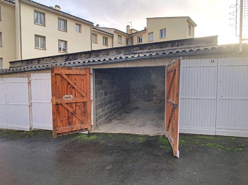 Stationnement à louer 0 14m2 à Aurillac vignette-4