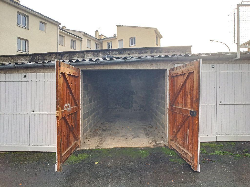 Stationnement à louer 0 14m2 à Aurillac vignette-5