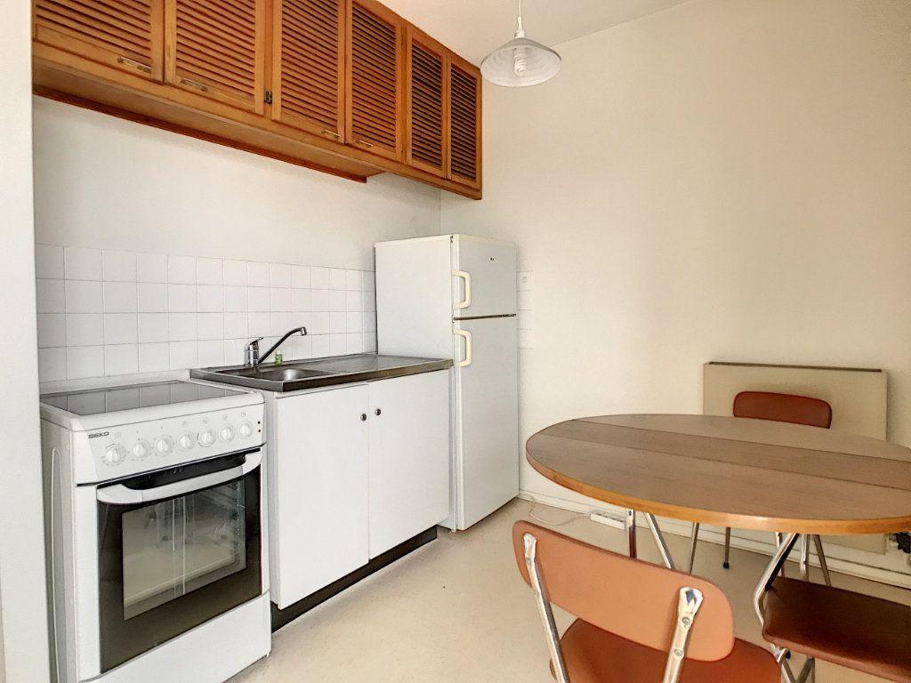 Appartement à louer 1 31.22m2 à Aurillac vignette-1