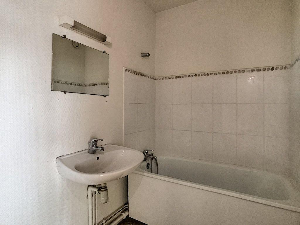 Appartement à louer 1 31.22m2 à Aurillac vignette-4