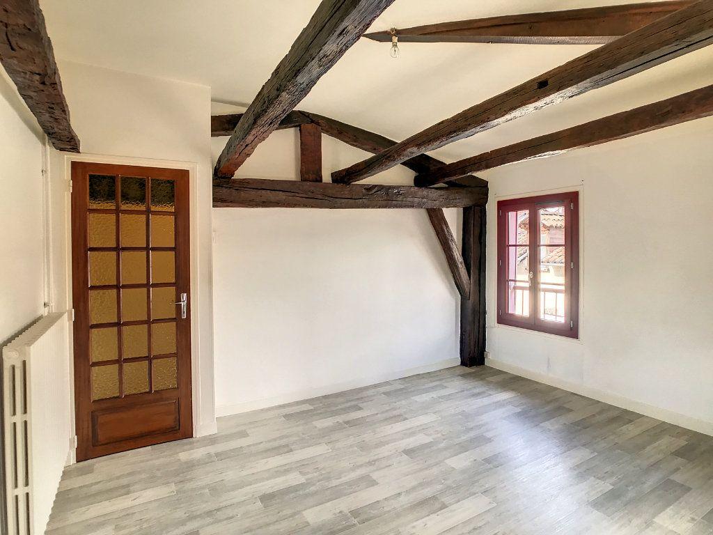 Appartement à louer 3 54.79m2 à Aurillac vignette-1