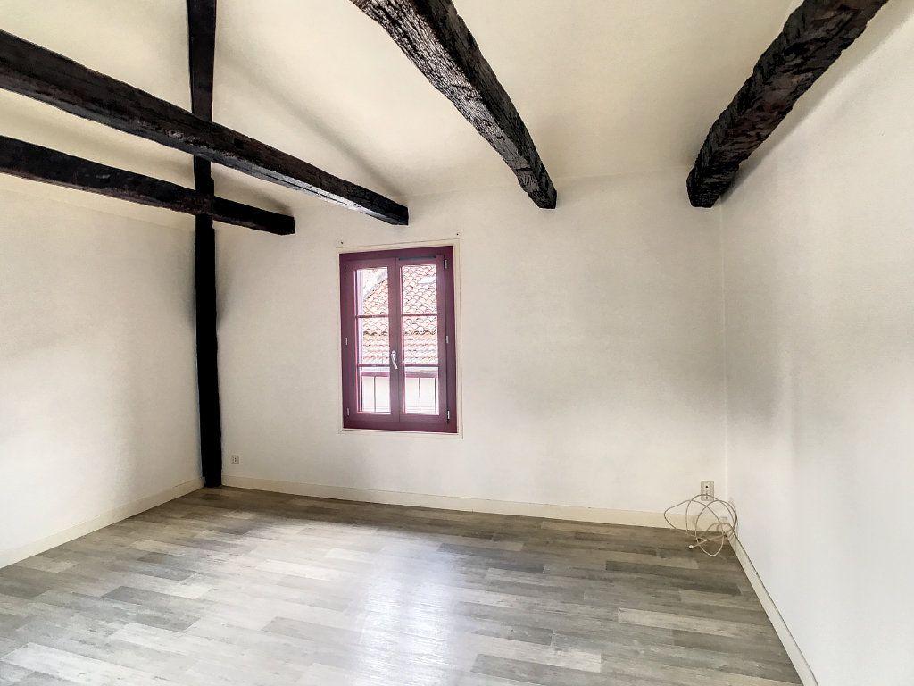 Appartement à louer 3 54.79m2 à Aurillac vignette-2