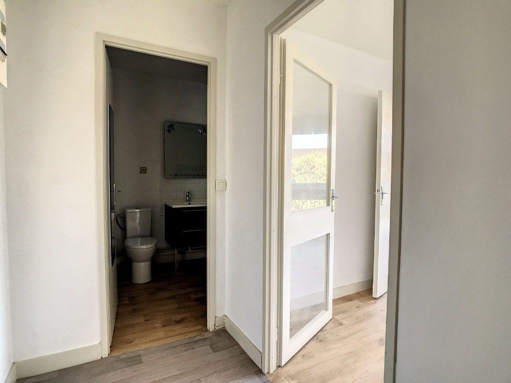 Appartement à louer 1 30m2 à Aurillac vignette-5