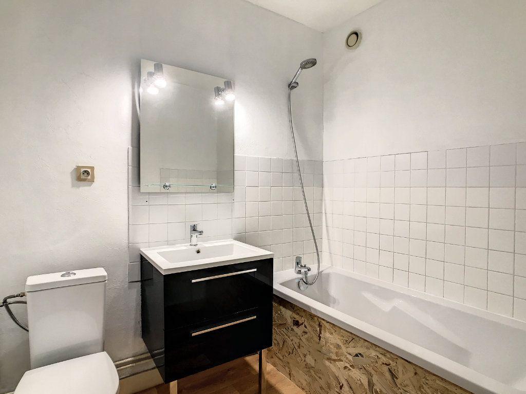 Appartement à louer 1 30m2 à Aurillac vignette-6