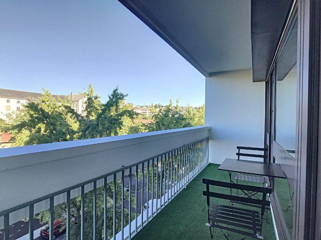 Appartement à louer 1 30m2 à Aurillac vignette-8