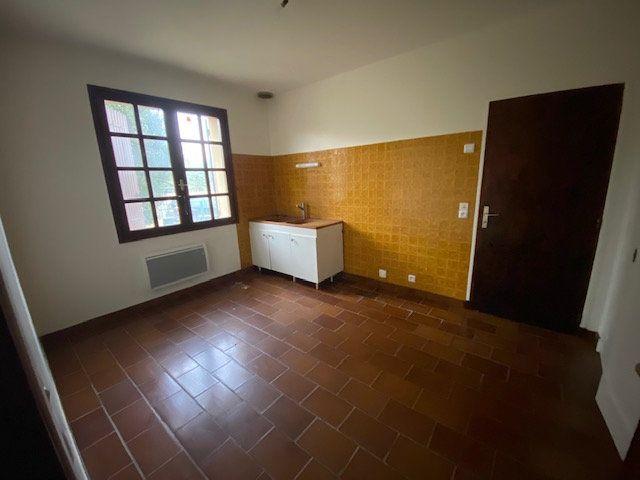 Maison à louer 5 137.34m2 à Villeneuve-lès-Maguelone vignette-6
