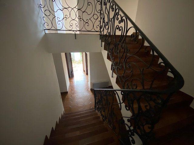 Maison à louer 5 137.34m2 à Villeneuve-lès-Maguelone vignette-8