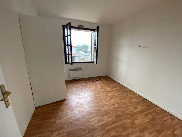 Maison à louer 5 137.34m2 à Villeneuve-lès-Maguelone vignette-11