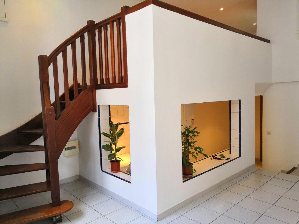 Appartement à vendre 3 59m2 à Sète vignette-1
