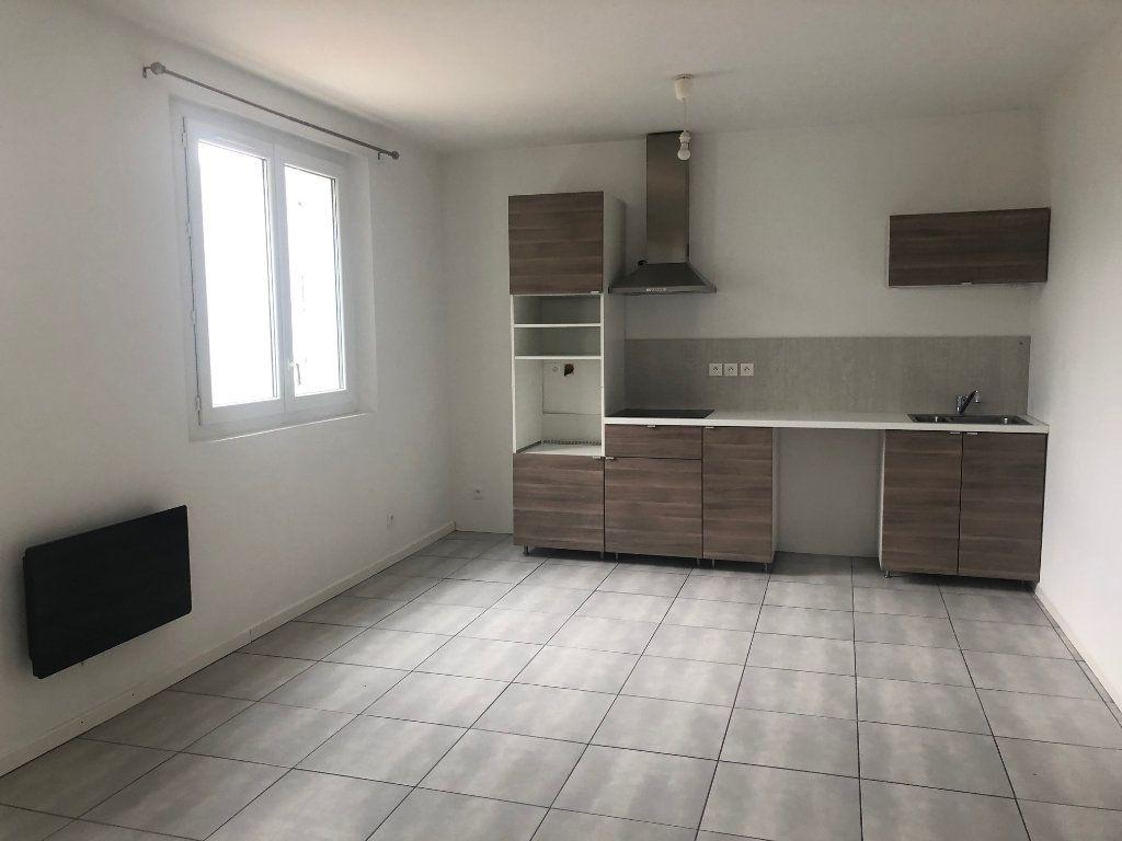 Appartement à louer 2 42.46m2 à Pézenas vignette-1