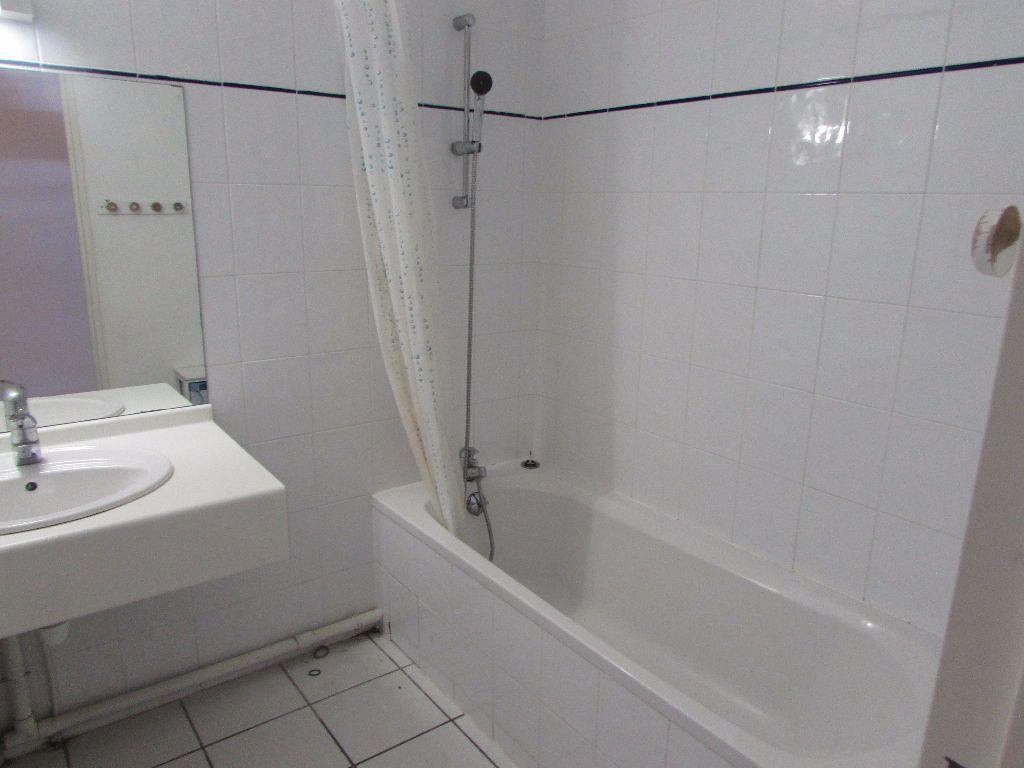 Appartement à louer 3 57m2 à Soustons vignette-9
