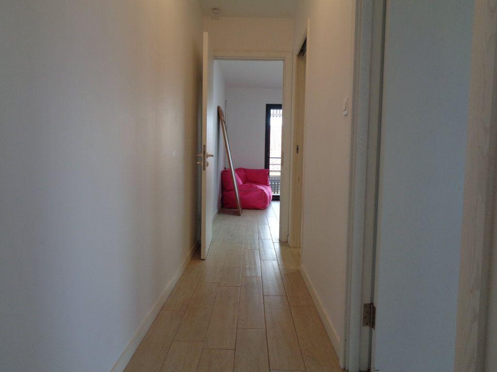 Appartement à vendre 3 68.1m2 à Saint-Julien-en-Born vignette-5