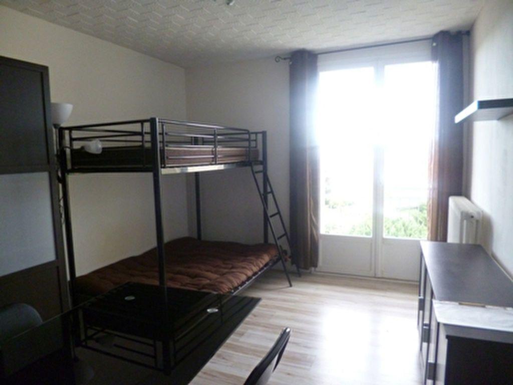 Appartement à louer 1 17m2 à Mont-de-Marsan vignette-1