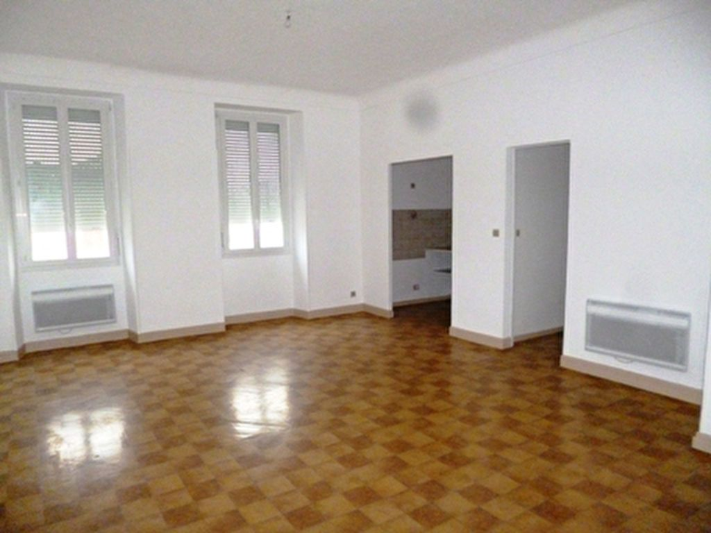 Appartement à louer 3 61.5m2 à Villeneuve-de-Marsan vignette-1