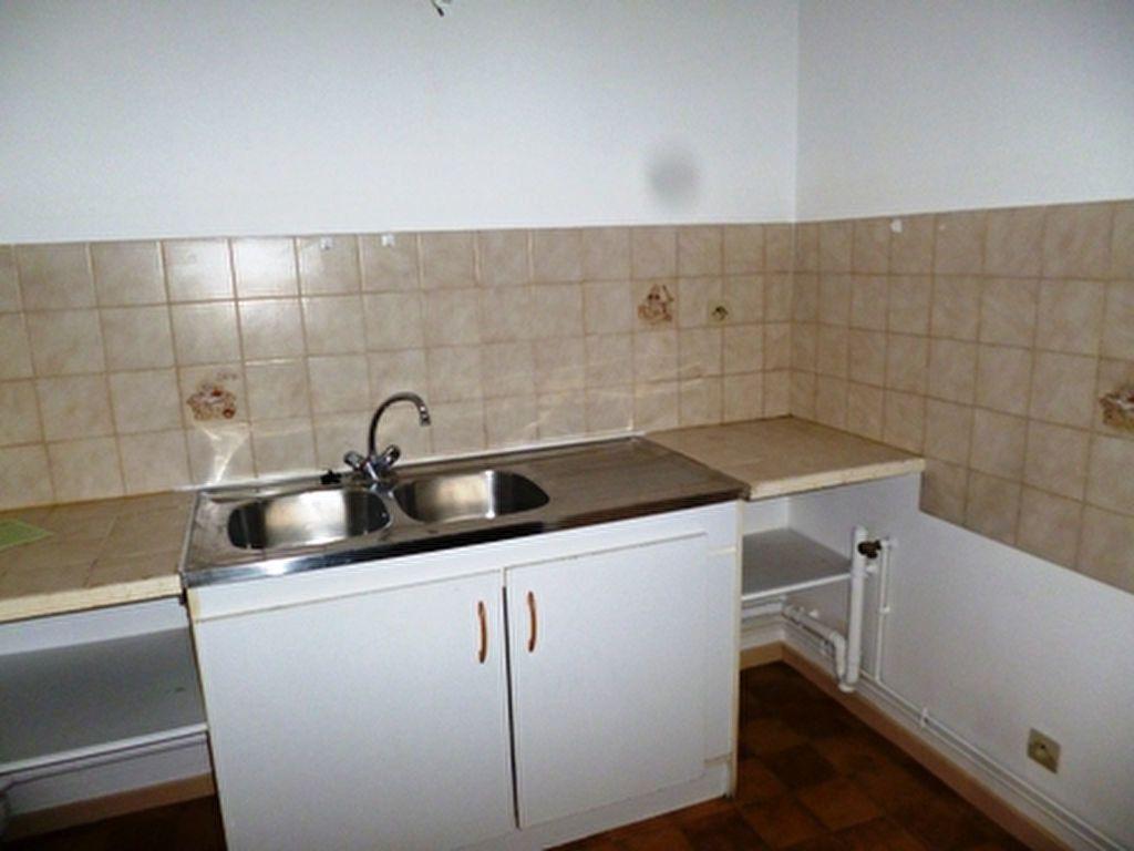 Appartement à louer 3 61.5m2 à Villeneuve-de-Marsan vignette-2