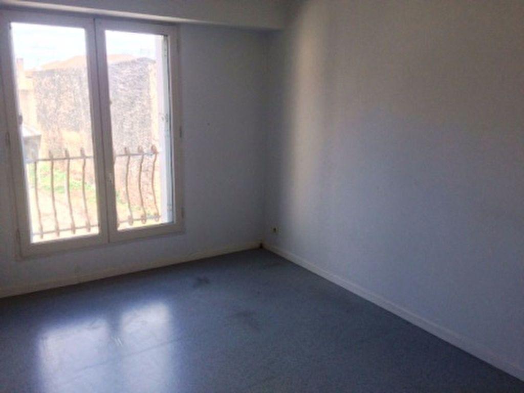 Appartement à louer 4 65m2 à Villeneuve-de-Marsan vignette-3