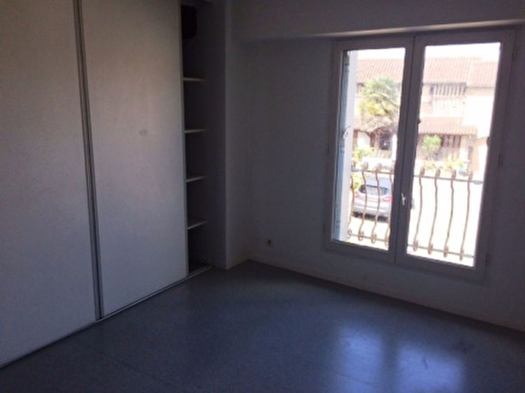 Appartement à louer 4 65m2 à Villeneuve-de-Marsan vignette-4