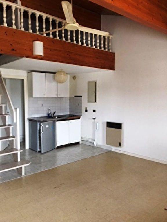 Appartement à louer 3 47m2 à Mont-de-Marsan vignette-1