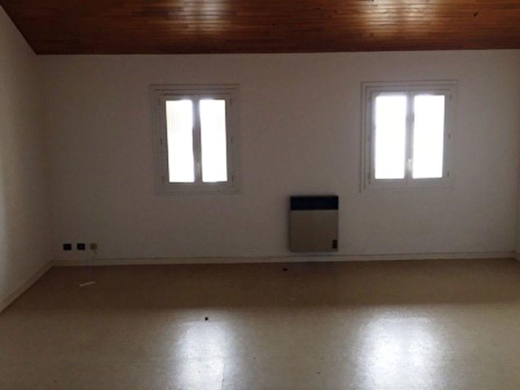 Appartement à louer 3 47m2 à Mont-de-Marsan vignette-2