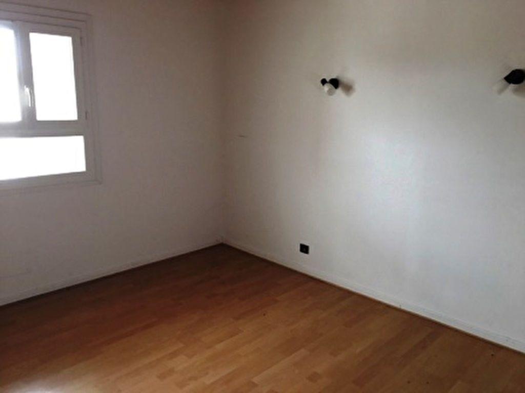 Appartement à louer 3 47m2 à Mont-de-Marsan vignette-5