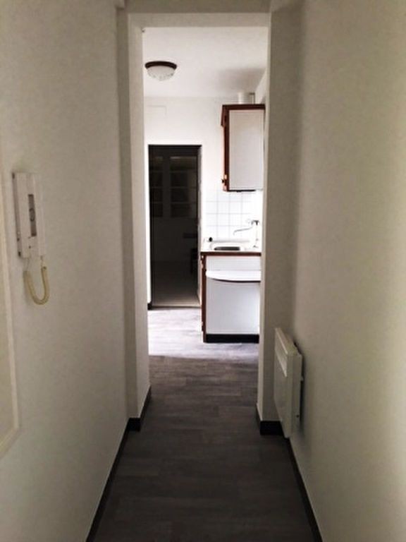 Appartement à louer 1 25m2 à Mont-de-Marsan vignette-1