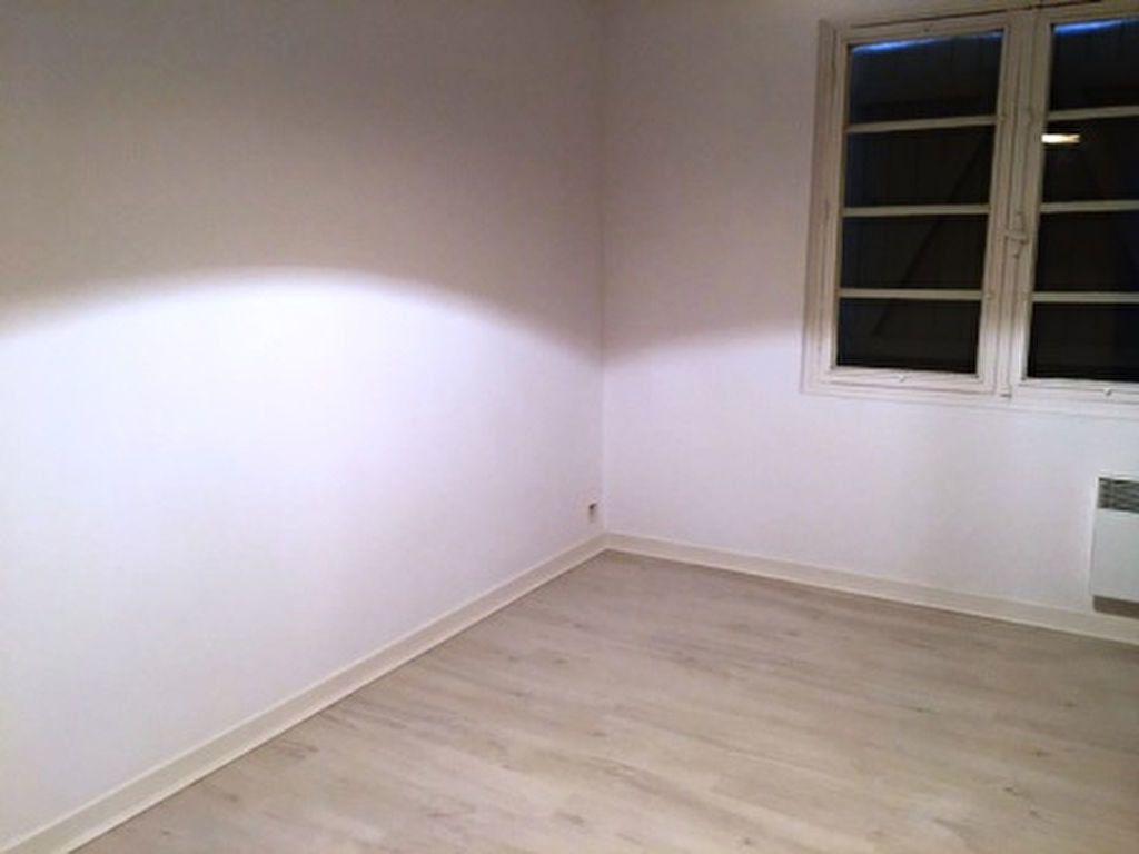 Appartement à louer 1 25m2 à Mont-de-Marsan vignette-2