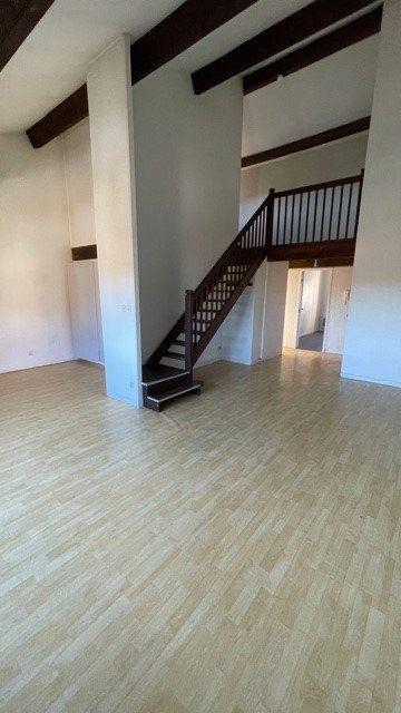 Appartement à louer 3 77m2 à Mont-de-Marsan vignette-1