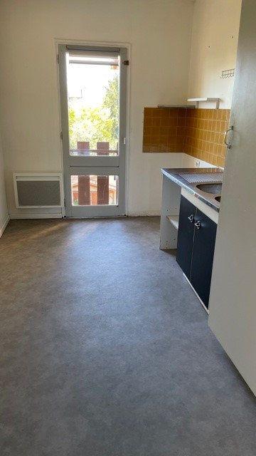 Appartement à louer 3 77m2 à Mont-de-Marsan vignette-2
