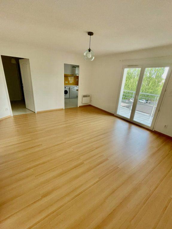 Appartement à louer 3 62m2 à Mont-de-Marsan vignette-2