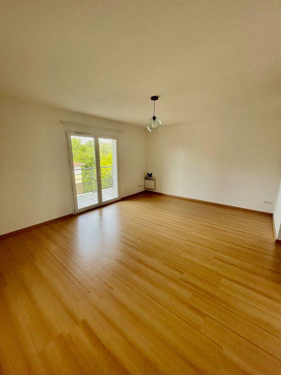 Appartement à louer 3 62m2 à Mont-de-Marsan vignette-3