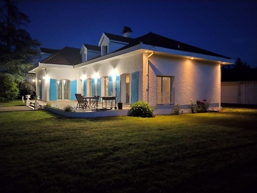 Maison à vendre 9 230m2 à Rion-des-Landes vignette-1