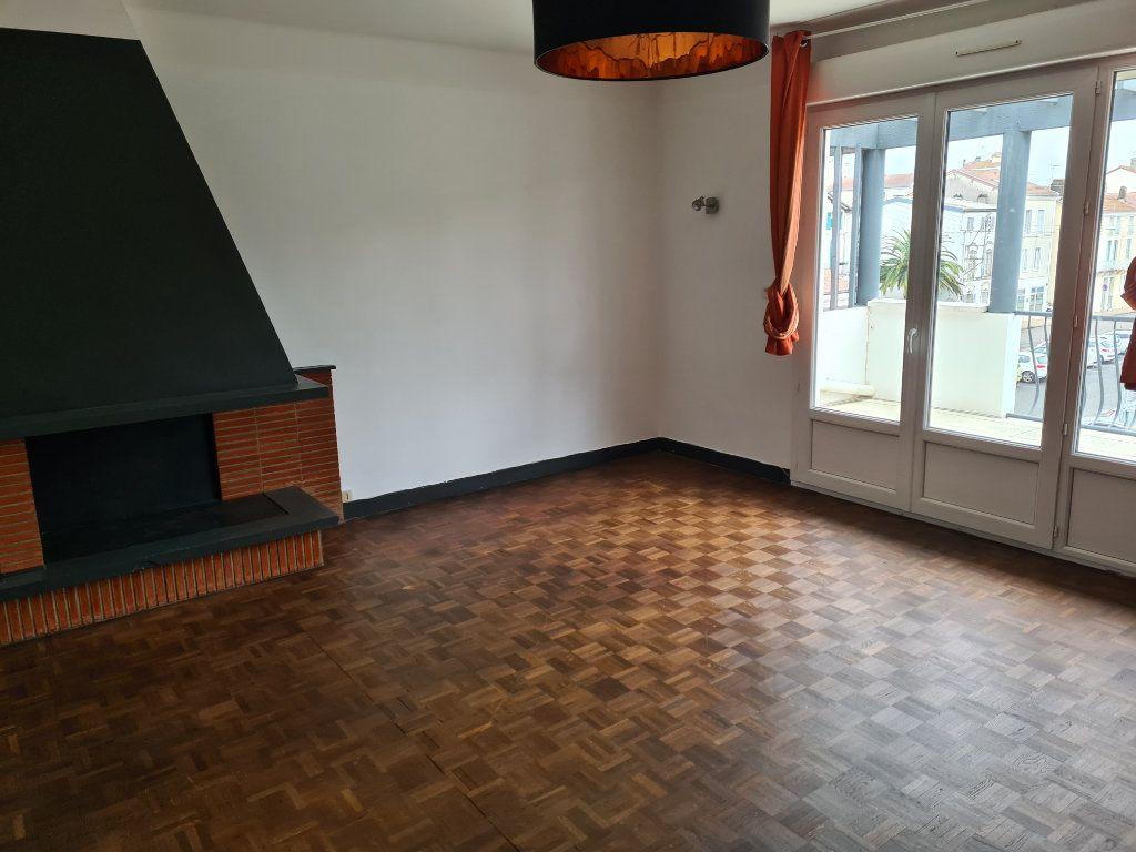 Appartement à louer 4 91.05m2 à Dax vignette-1