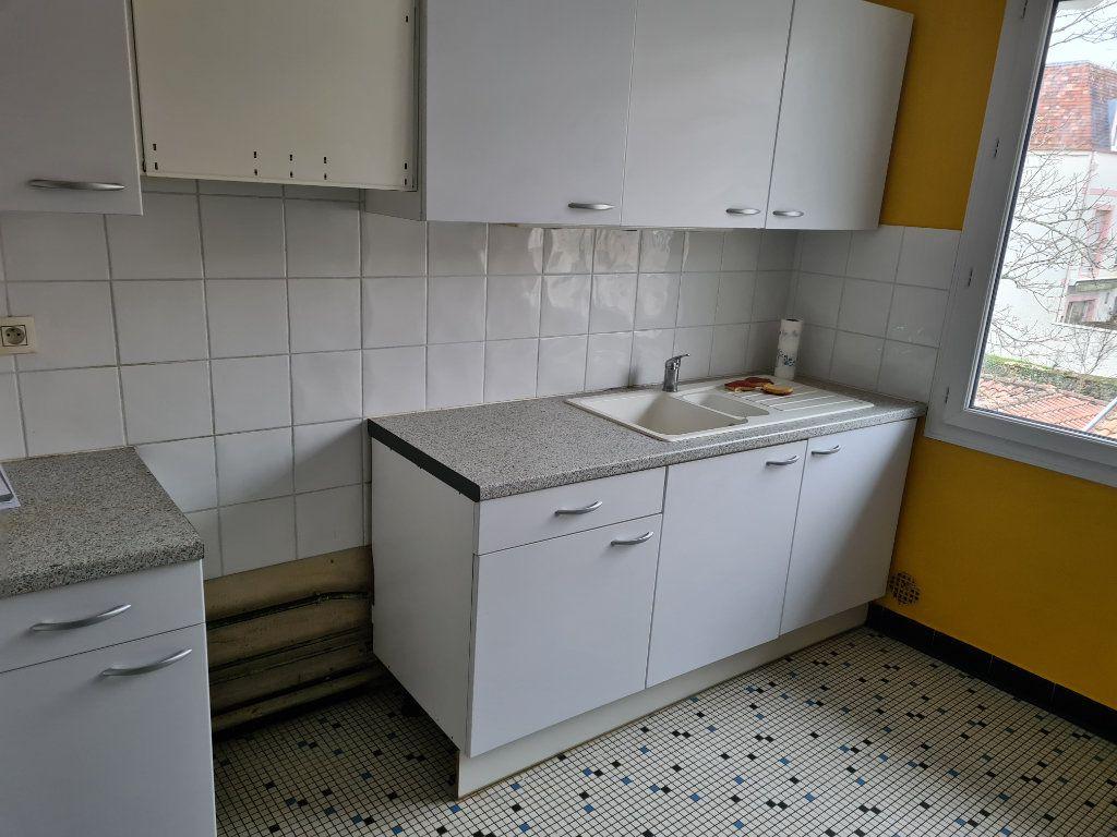 Appartement à louer 4 91.05m2 à Dax vignette-4