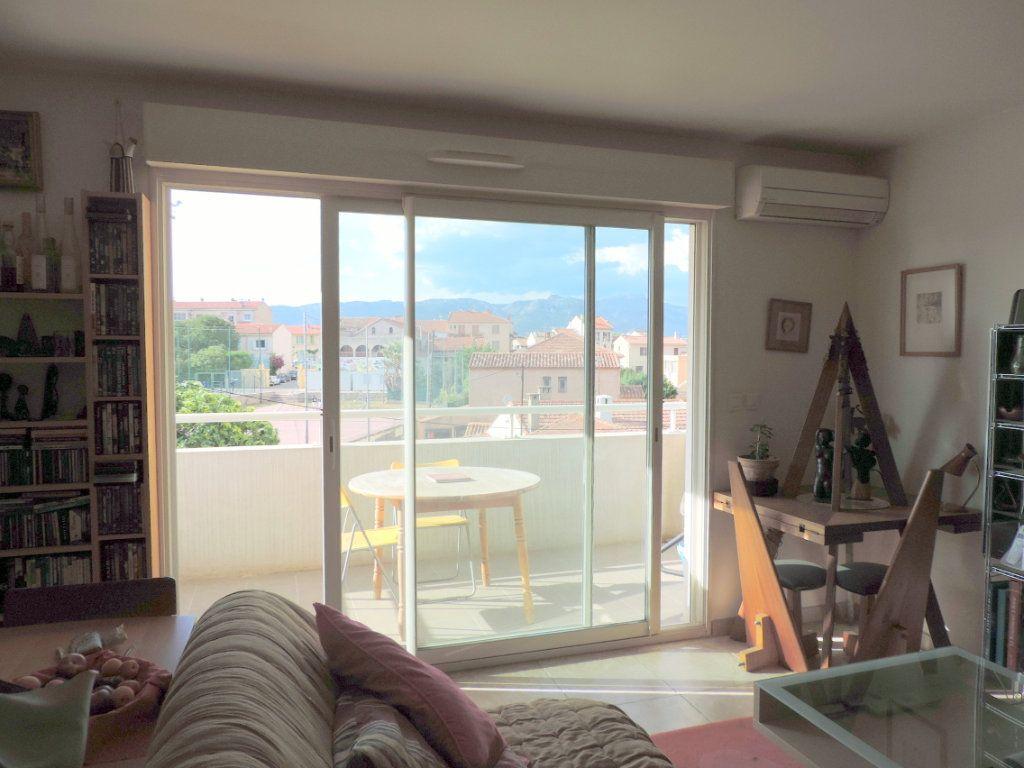 Appartement à vendre 3 74.1m2 à La Seyne-sur-Mer vignette-1