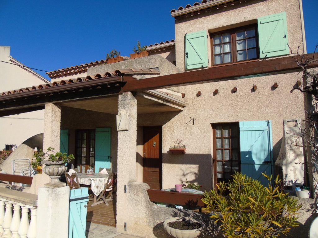 Maison à vendre 4 106.35m2 à La Seyne-sur-Mer vignette-3