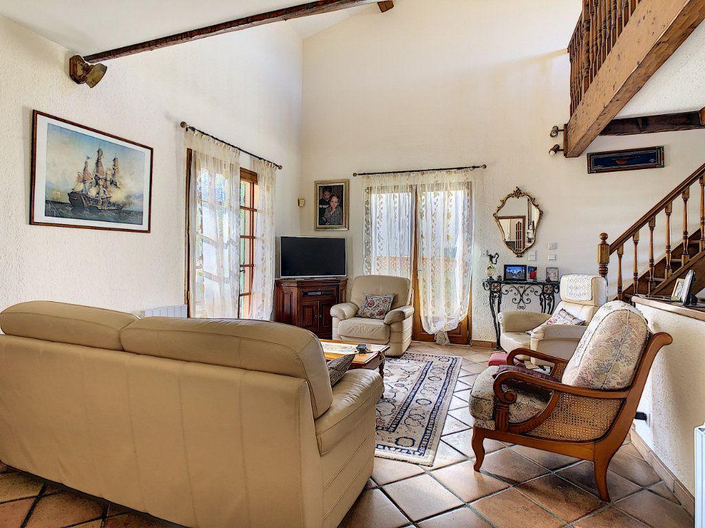 Maison à vendre 4 106.35m2 à La Seyne-sur-Mer vignette-5