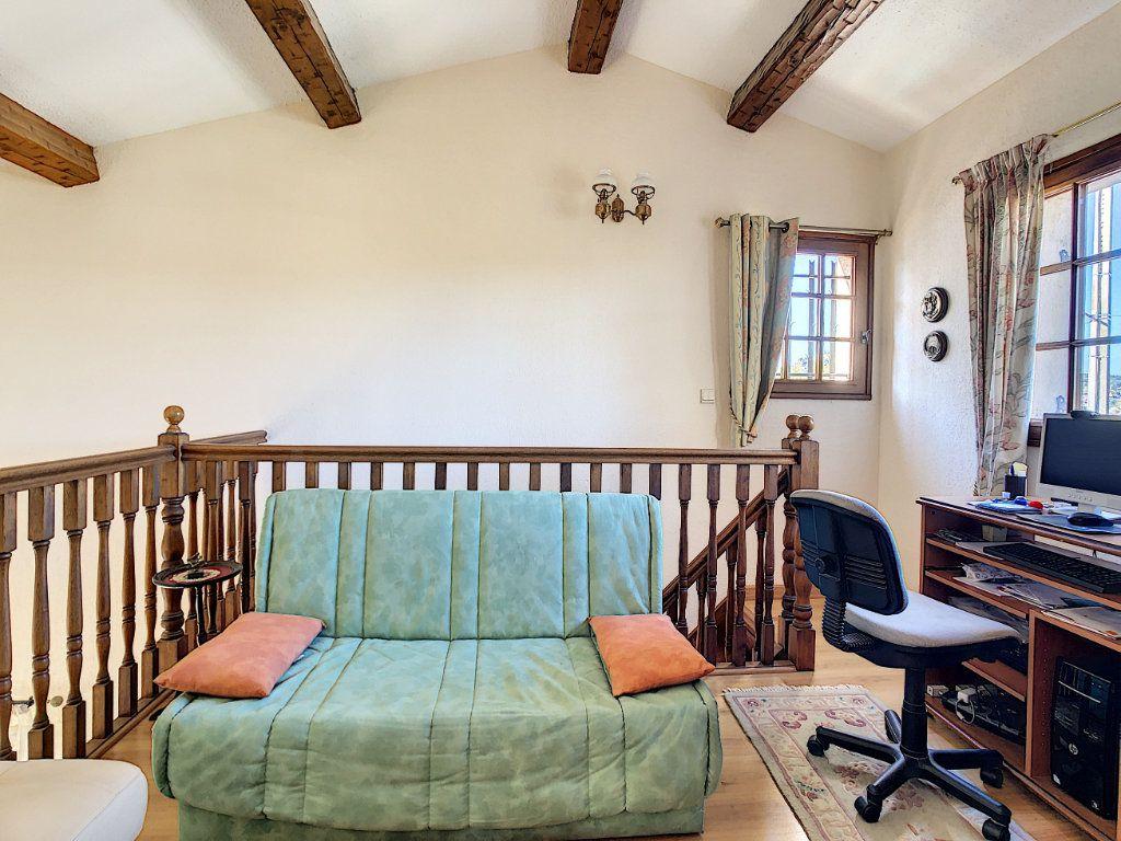 Maison à vendre 4 106.35m2 à La Seyne-sur-Mer vignette-12