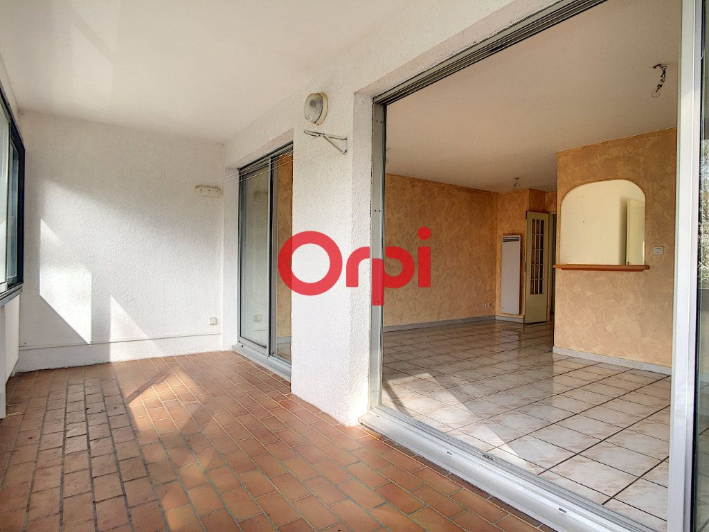 Appartement à vendre 3 65m2 à La Seyne-sur-Mer vignette-3