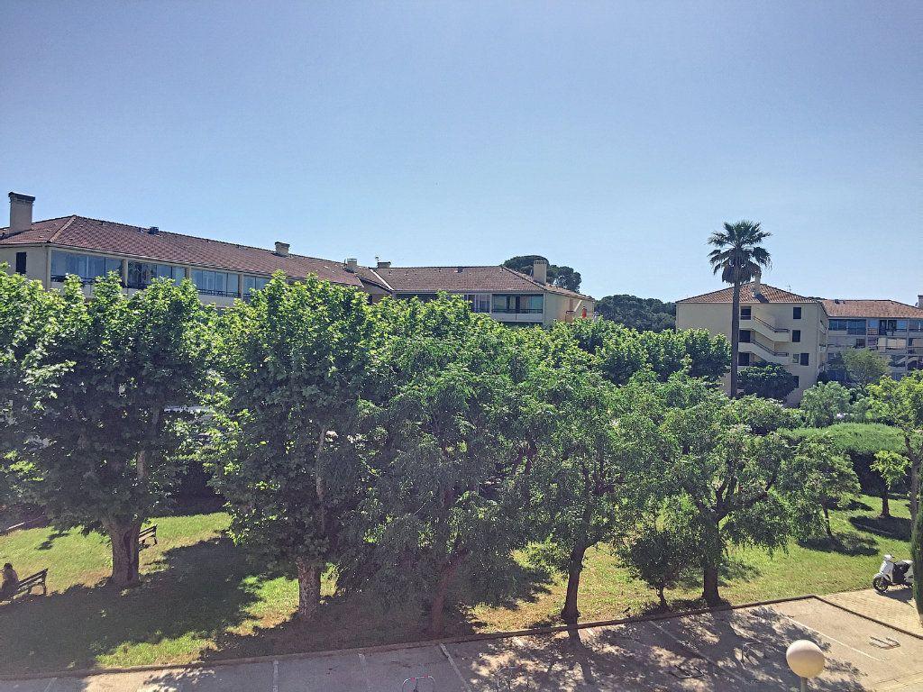 Appartement à vendre 3 50m2 à La Seyne-sur-Mer vignette-2