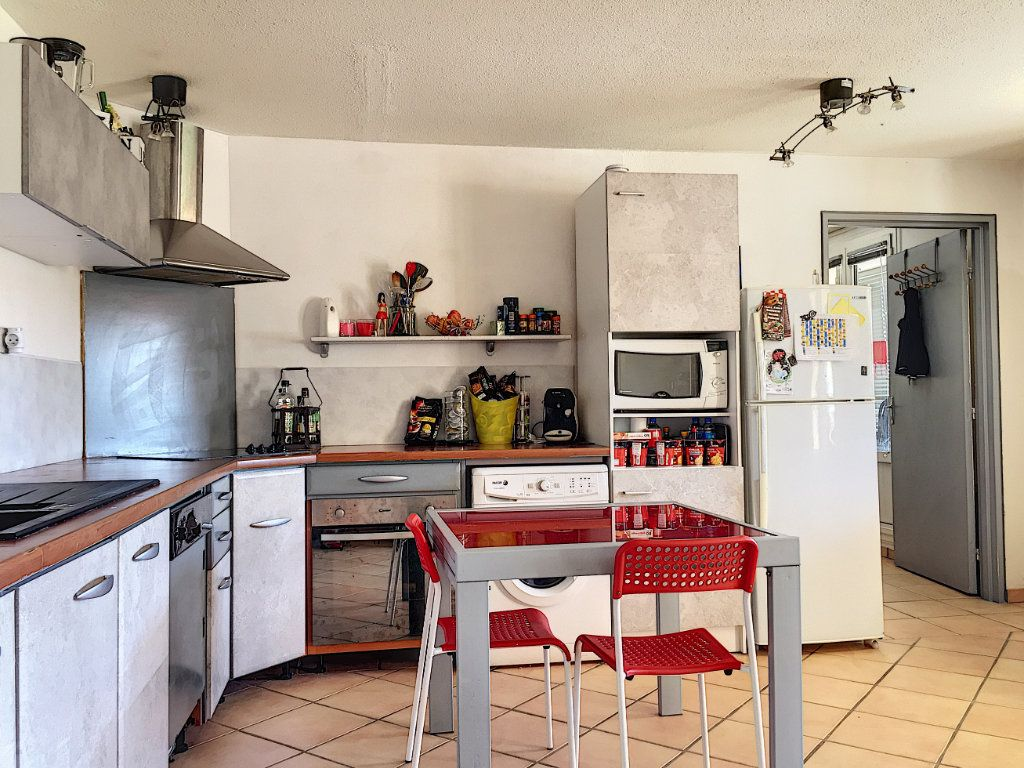 Appartement à vendre 3 50m2 à La Seyne-sur-Mer vignette-3