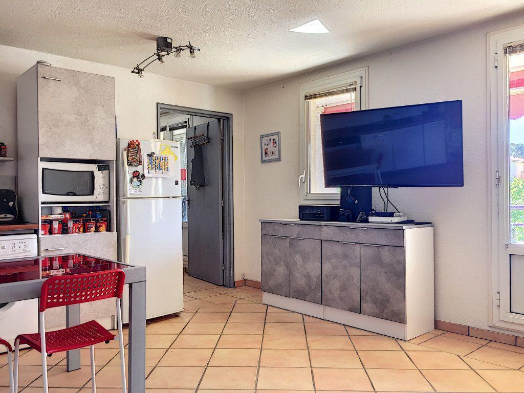 Appartement à vendre 3 50m2 à La Seyne-sur-Mer vignette-4