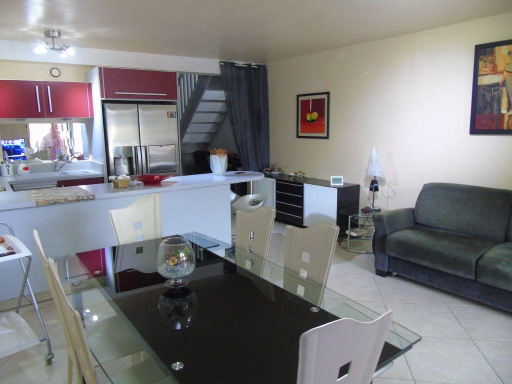 Appartement à vendre 3 60m2 à Six-Fours-les-Plages vignette-2
