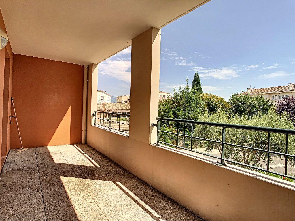 Appartement à vendre 3 63.5m2 à La Seyne-sur-Mer vignette-9