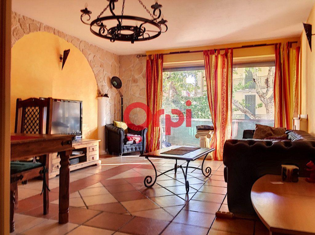 Appartement à vendre 2 72.2m2 à La Seyne-sur-Mer vignette-1