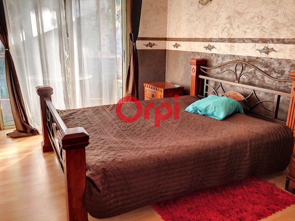 Appartement à vendre 2 72.2m2 à La Seyne-sur-Mer vignette-10
