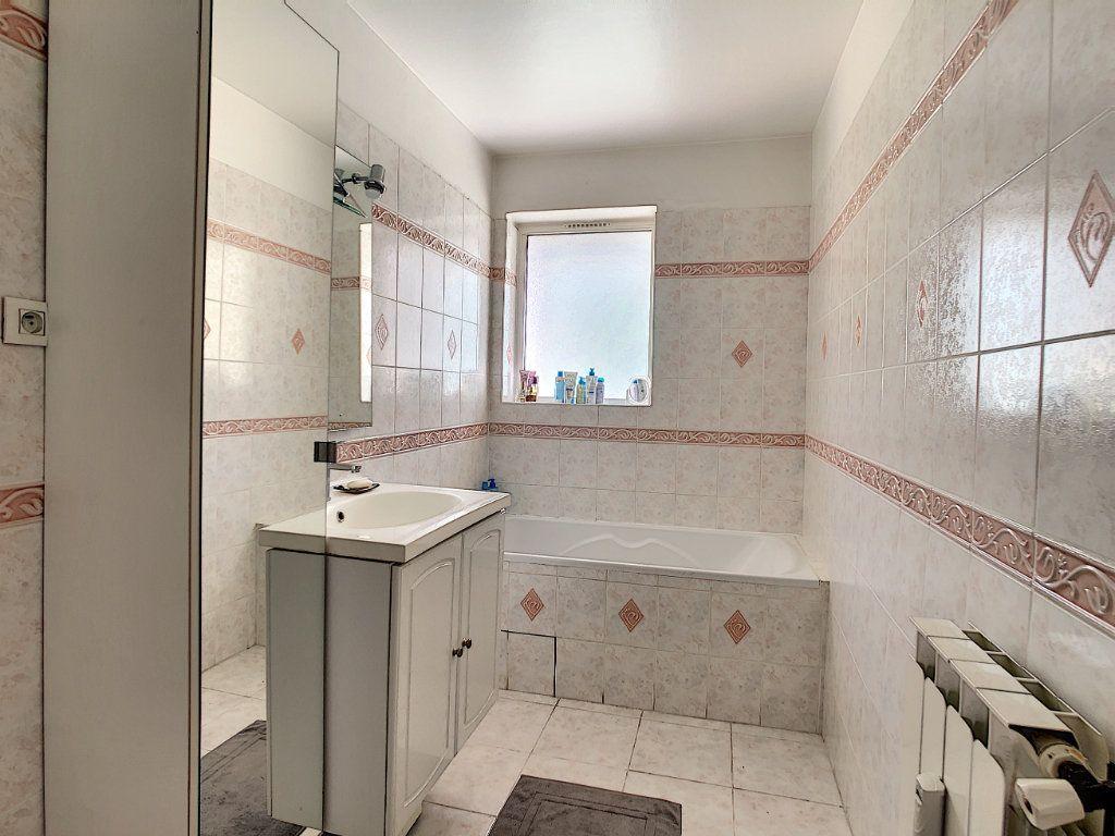 Appartement à vendre 4 82.4m2 à La Seyne-sur-Mer vignette-7