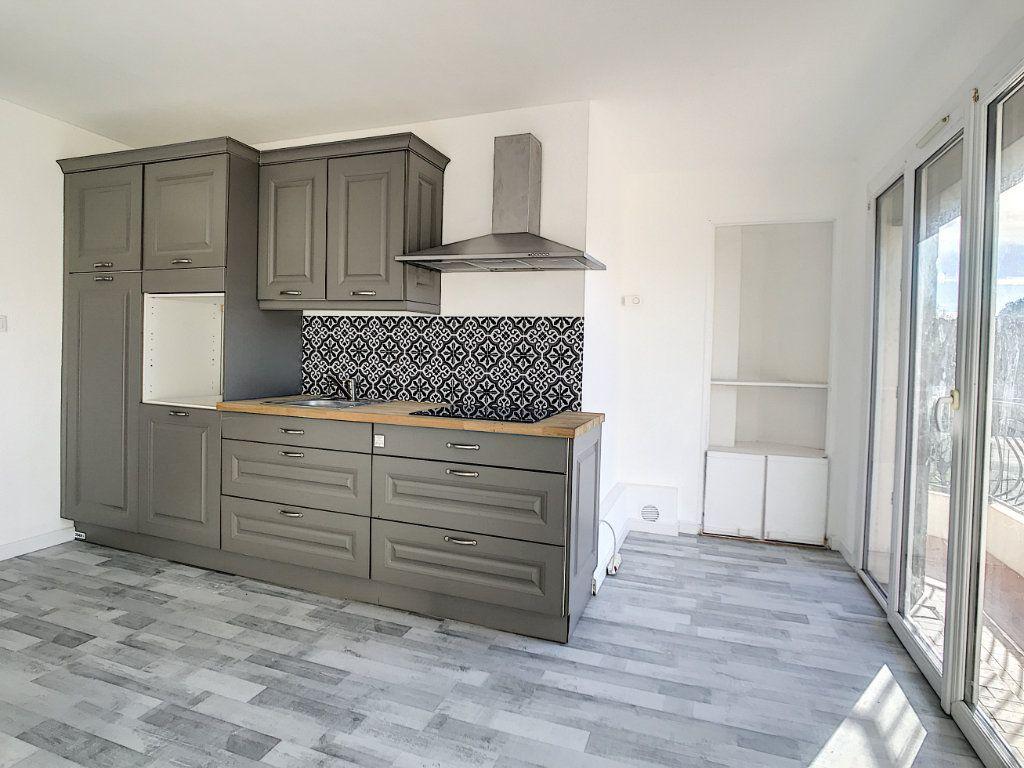 Appartement à vendre 3 60m2 à La Seyne-sur-Mer vignette-3