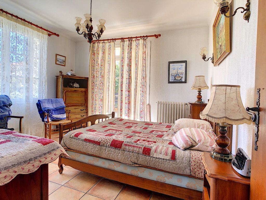 Maison à vendre 6 166m2 à La Seyne-sur-Mer vignette-6